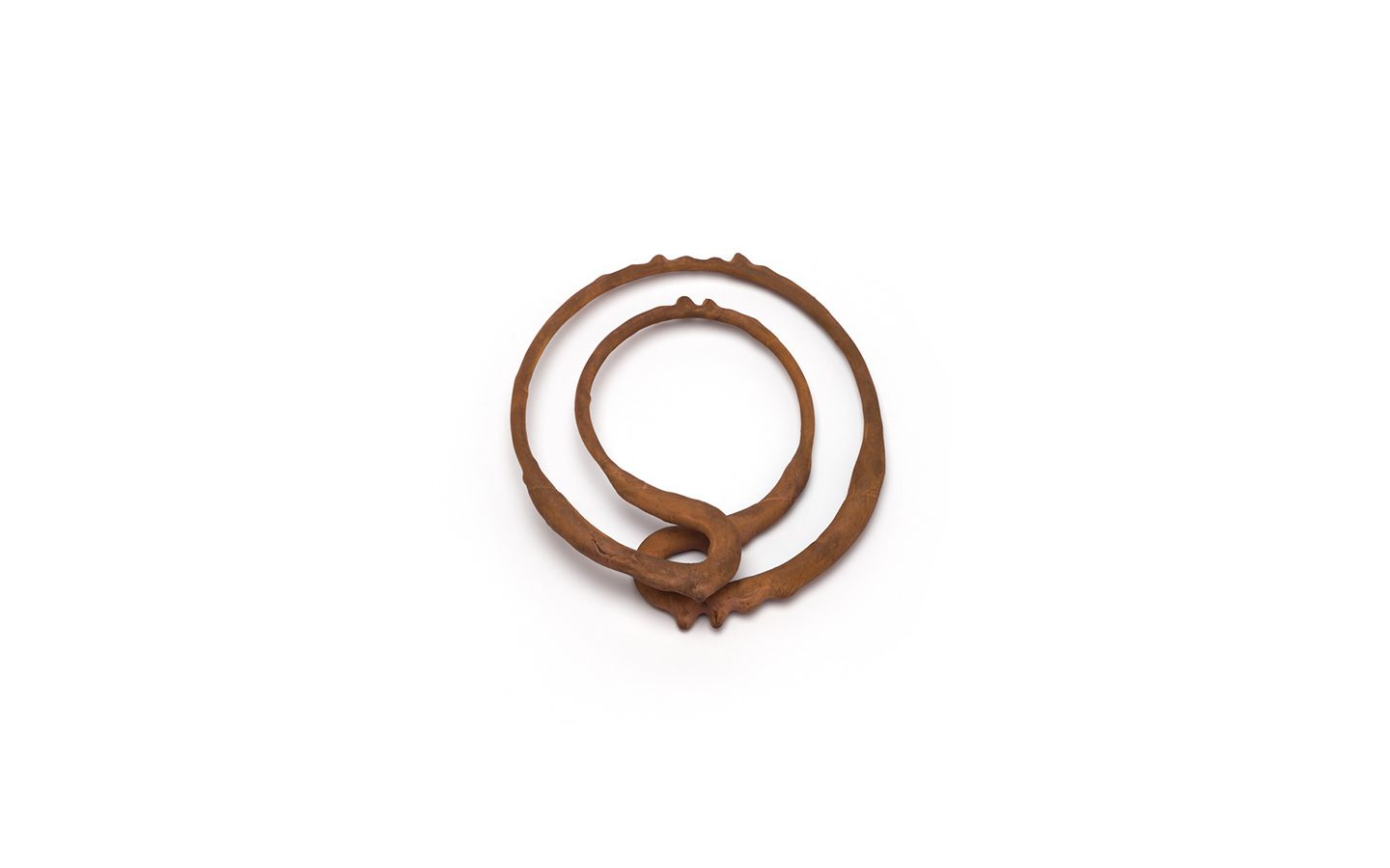 Bangle 1 – 2016 – iron wire ; copper – 140X133X28 mm Photo by Qi Wang